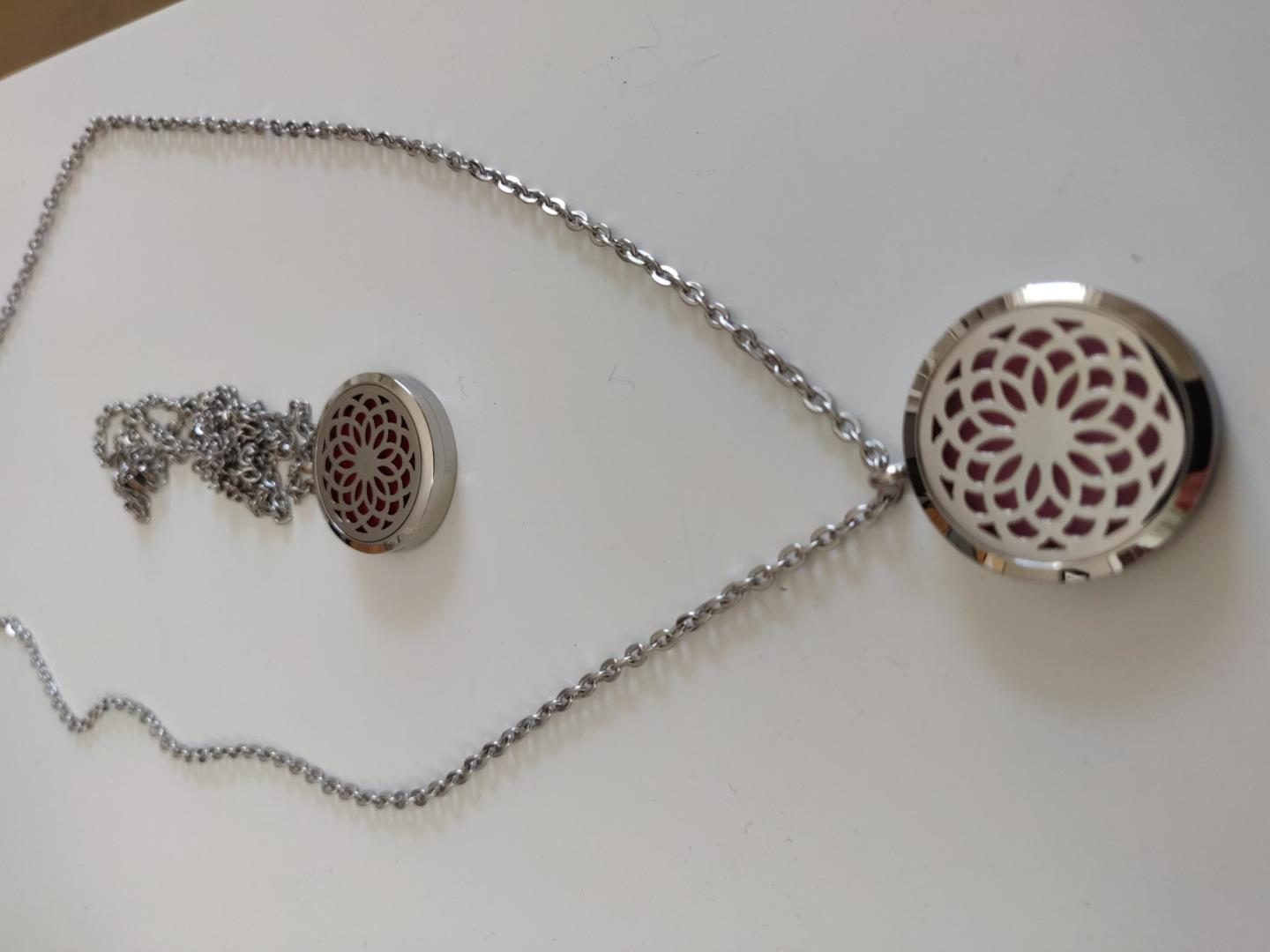 Aromatherapy necklace with 1 ml essential oil